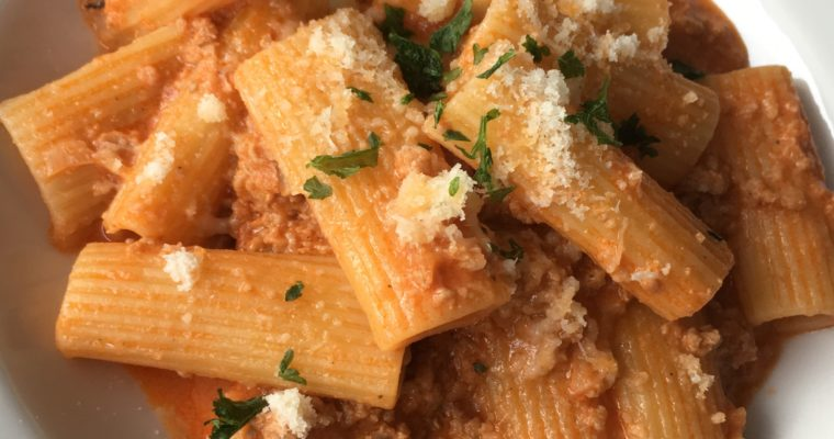 Rigatoni with pork, tomato and cream